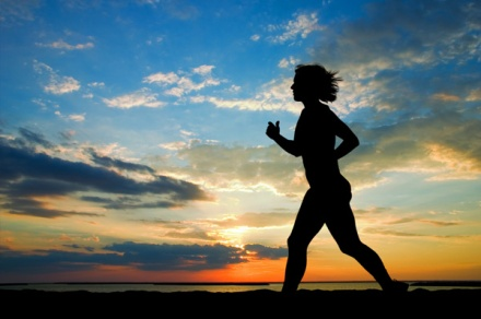woman-running-at-sunset